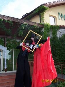 Teatr Łata - program na szczudłach